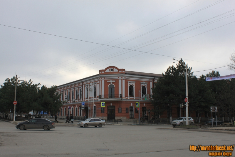 Угол Платовского и Пушкинской. НСВУ МВД РФ