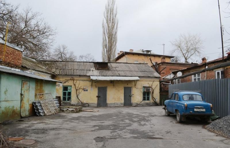 Улица Дубовского, 2Б. Во дворе