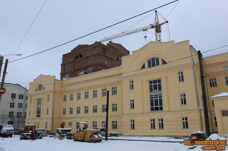 Улица Троицкая. Новые корпуса ЮРГПУ (НПИ). На фоне - библиотечный корпус