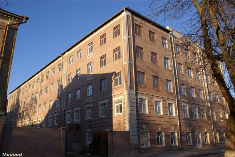 Общежитие бывшего военного училища связи (Александровская)
