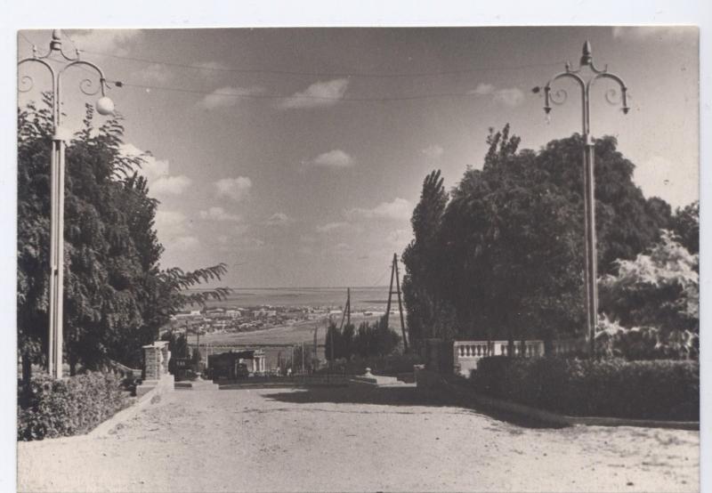 Вид на спуск Герцена с площади Троицкой