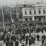 Площадь перед памятником Платову. Реакция горожан на события в России 1917-1918 г.