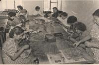Артель «Металлист», галантерейный цех, приблизительно 1957-59 гг.