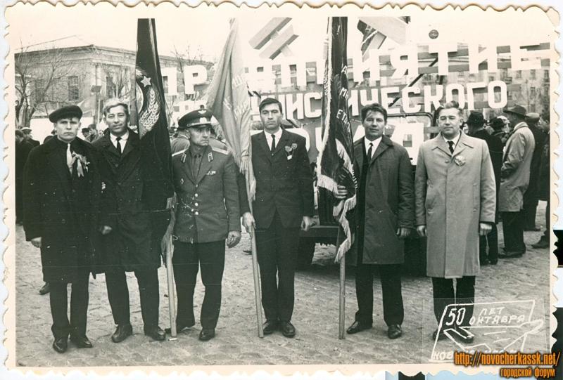 Площадь Ермака. Демонстрация на 50-летие Великой Октябрьской Социалистической Революции