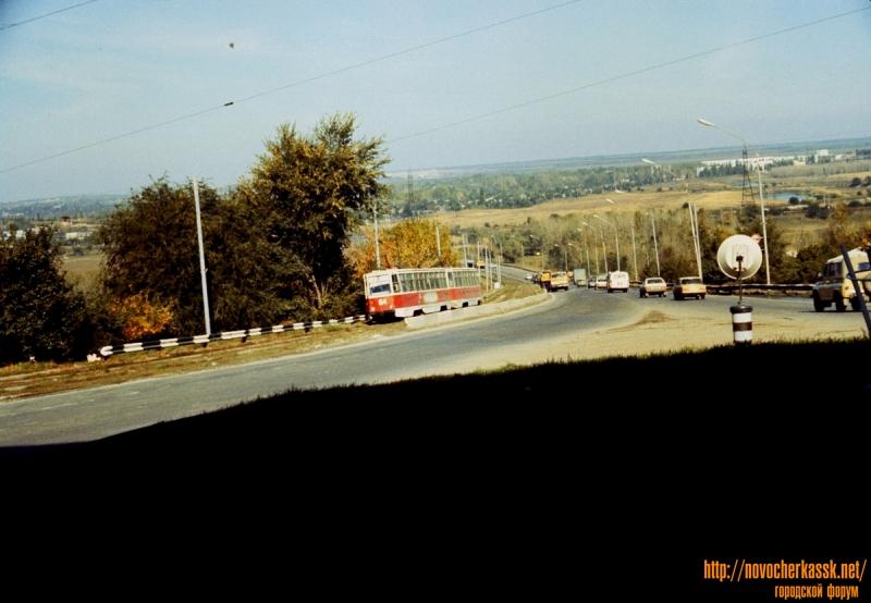 Трамвай на выезде с моста через Тузлов
