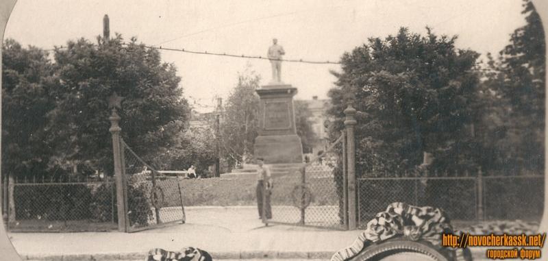Проспект Платовский. Сквер и памятник Ленину