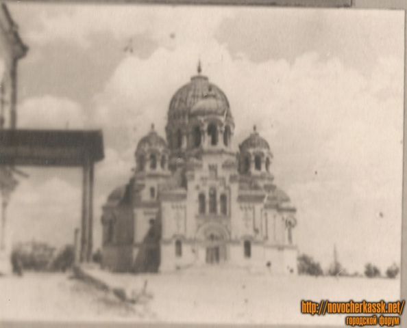 Собор. Вид с проспекта Платовского