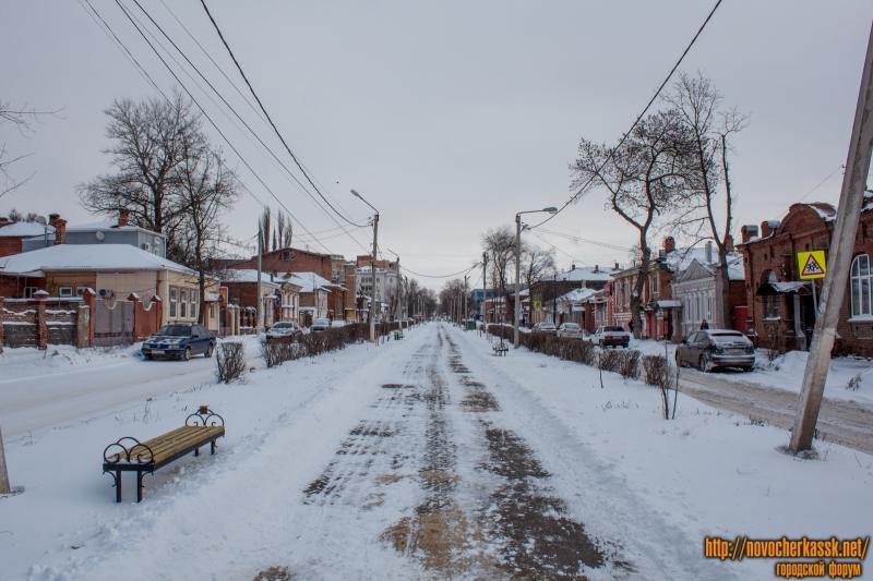 Аллея на улице Просвещения в сторону Московской