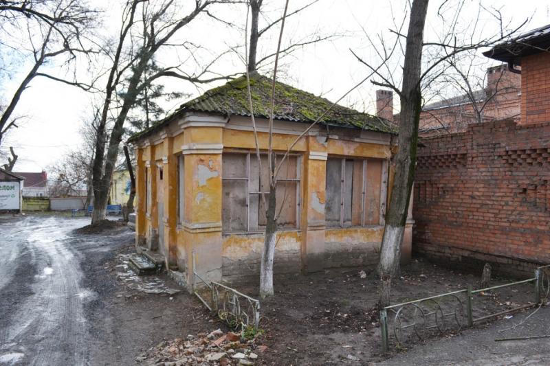 Ул. Александровская, 79 / Красный Спуск, 33