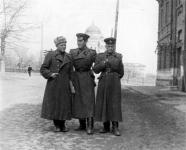 Офицеры на Александровской улице. 1951 год