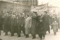 Демонстрация 7 ноября 1957 г. Возле 1 школы. Улица Московская