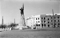 Памятник Ермаку в Новочеркасске. Фото времён оккупации города