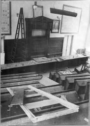 Аудитория химического факультета Новочеркасского индустриального института, разгромленная немецкими оккупантами