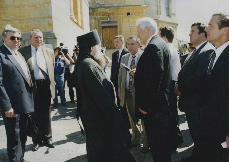 Приезд Б.Н. Ельцина в Новочеркасск. Соборная площадь