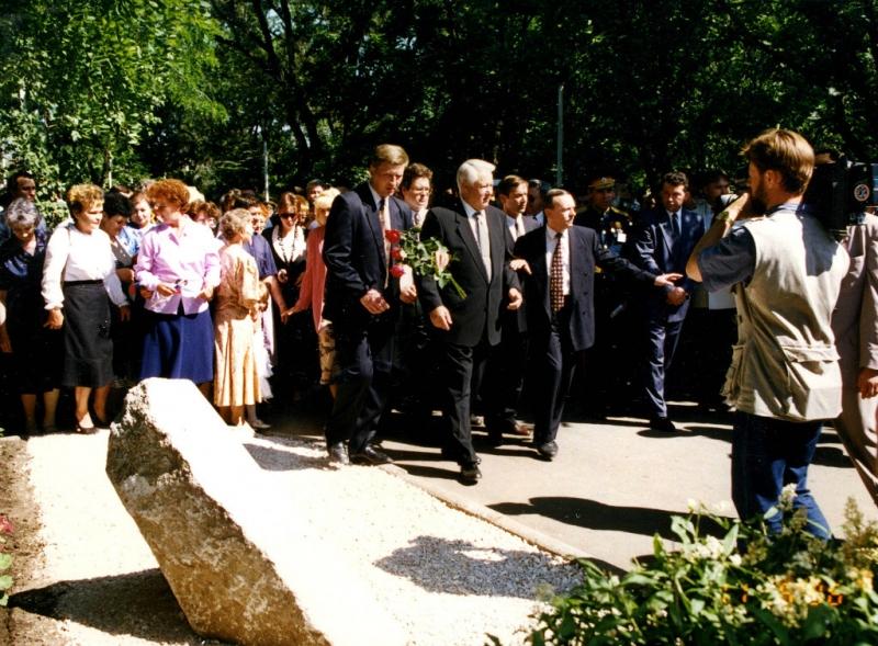 Посещение Б. Н. Ельциным Новочеркасска. 11 июня 1996 г.