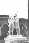 Скульптуры в городском парке