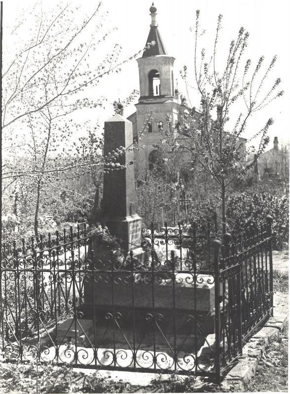 Памятник на могиле И.И. Крылова (1860-1936). Фото 1960-х годов