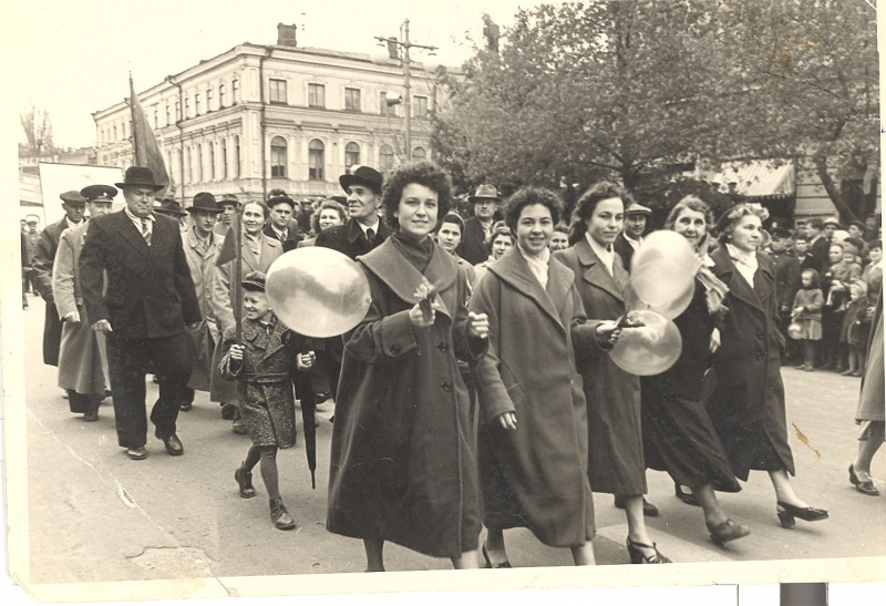 На демонстрации 1 мая 1959 г. Улица Московская