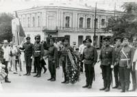 Казаки в день открытия памятника основателю города Новочеркасска графу Платову М.И. 1993 год
