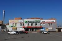 Торговый центр «Сокол» и магазин «Перекрёсток»
