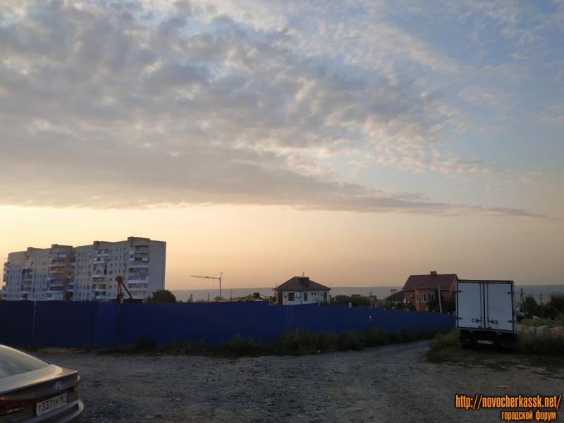 Площадка строительства дома севернее дома по адресу Пр. Баклановский, 188Б