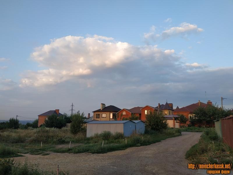 Вид на коттеджи в Багряном переулке