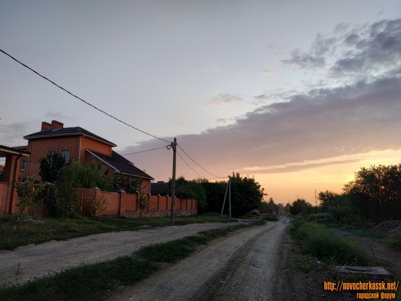 Улица Буденновская. Вид на запад. Слева - дом 245