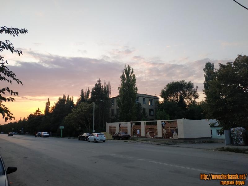 Строительство на улице Будённовской, перед пожарной частью