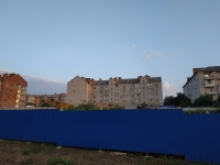 Площадка строительства дома. На фоне -  пр. Баклановский, 188Б