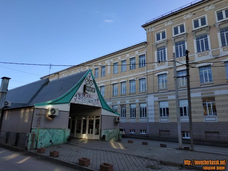 Павильон «Ягодка» и школа №1. Улица Комитетская