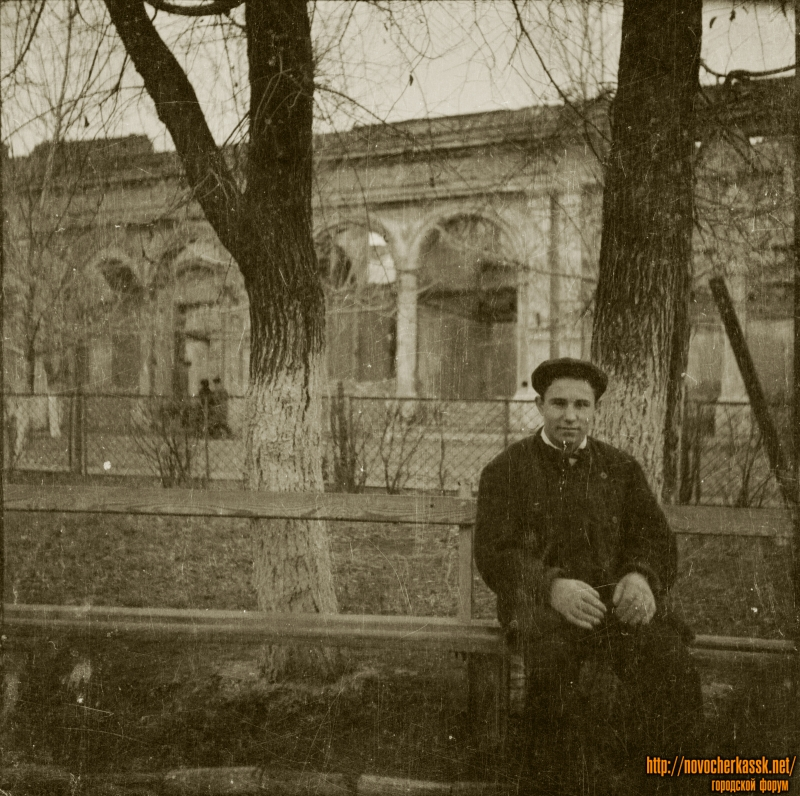 В сквере на проспекте Платовском