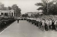 Пионеры поздравляют выпускников Новочеркасского военного училища связи