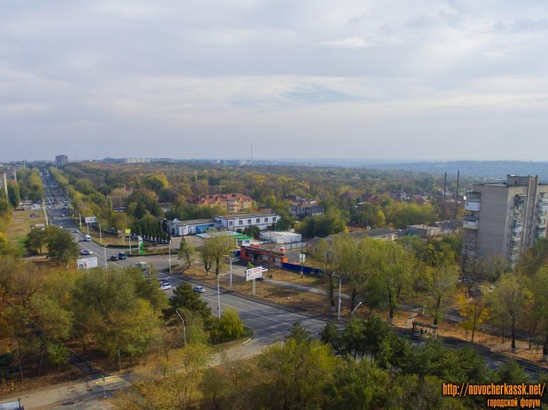 Вид на проспект Баклановский и рощу