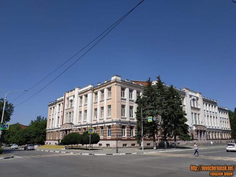 Отремонтированный ГДК и театр