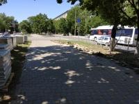 Подготовка к замене плитки на пр. Баклановском