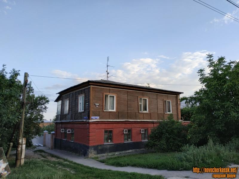 Дом на углу спуска Разина, 13 и улицы Кавказской (когда-то - Шевченко), 155