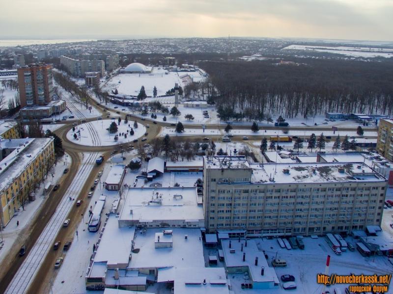 Вид на площадь Юбилейную, проспект Баклановский, стадион «Ермак» и гостиницу «Новочеркасск»