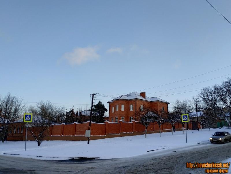 Улица Будённовская, 45 / улица Ленгника, 33