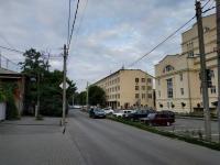 Вид в сторону ул. Пушкинской с пер. Галины Петровой вдоль улицы Троицкой. Отремонтированный лабораторный корпус